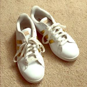 Adidas gold stripe tennis shoes, size 8.5